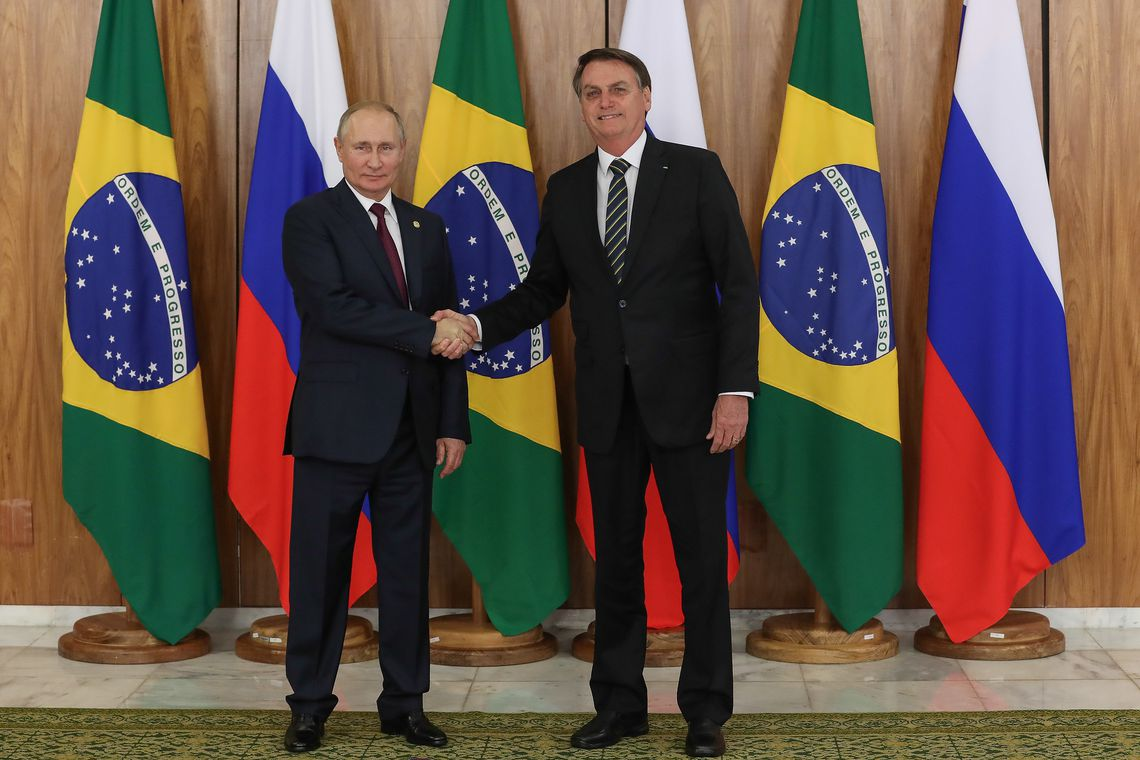 Photo of Bolsonaro recebe Putin no Palácio do Planalto